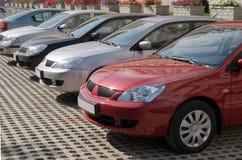 припаркованная компания автомобилей стоковые фотографии rf