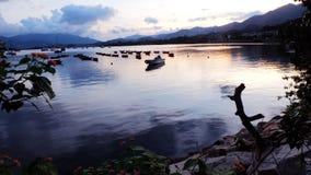 Припаркованные рыбацкие лодки в озере Стоковые Фотографии RF