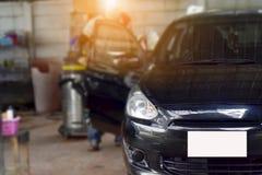 Припаркованный автомобиль и чистка Стоковое фото RF