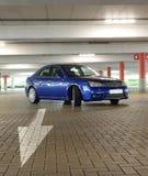 Припаркованный голубой автомобиль спорт Стоковые Изображения RF