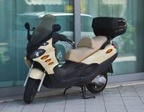 Припаркованный футуристический самокат Стоковое фото RF