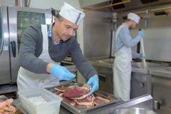 Приправа шеф-повара режет мясо Стоковые Фото