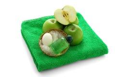 приправленное яблоком полотенце спы зеленого цвета установленное Стоковые Фотографии RF