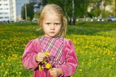 природа девушки одуванчика Стоковые Изображения