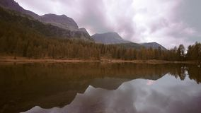 Природа Италия альта Адидже Trentino с Альп которое касается облакам сток-видео