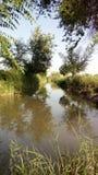 Природа и неоглядное река стоковое изображение