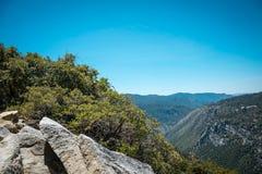 Природа национального парка Yosemite трясет небо Стоковые Фото