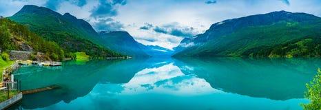 Природа Норвегия озера Lovatnet красивая Стоковое фото RF