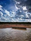 природа утра озера принципиальной схемы шлюпки туманная Стоковая Фотография RF