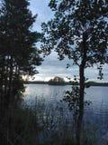 Природа bluesky северная Скандинавия озера Стоковые Изображения