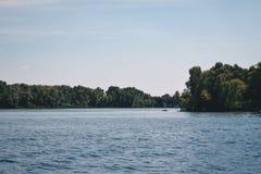 Природа Kievskaya Вода Dnieper воссоздание Свежий воздух Лето жара stroll стоковые фотографии rf