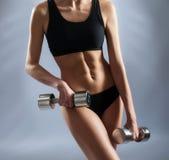 Приспособьте и тонизировал тело sporty женщины Стоковое Изображение RF