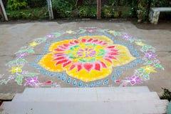 Приспособление традиционного порога флористического дизайна Rangoli индийского современное к приветствовать Стоковое Фото