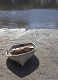 приставанная к берегу шлюпка Стоковые Фотографии RF
