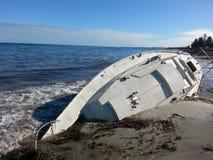 Приставанная к берегу шлюпка Yatch разрушенной Стоковые Фотографии RF