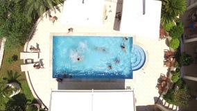 Пристанище в бассейне на гостинице День партии в бассейне Peo видеоматериал