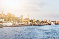 Пристани Sankt Pauli и река Эльба в Гамбурге Стоковое Изображение RF