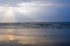 пристаньте восход солнца к берегу Стоковое фото RF