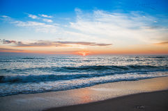 пристаньте восход солнца к берегу Стоковое Изображение