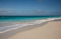 пристаньте волны к берегу океана Стоковые Изображения RF