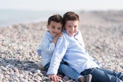 пристаньте детей к берегу Стоковое Изображение RF