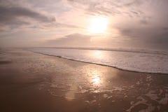 пристаньте заход солнца к берегу Стоковое фото RF