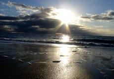 пристаньте заход солнца к берегу Стоковые Фотографии RF