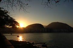 пристаньте заход солнца к берегу copacabana Стоковые Фотографии RF