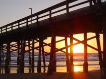 пристаньте заход солнца к берегу newport Стоковое Изображение RF