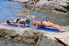 пристаньте йогу к берегу Стоковое Изображение RF