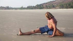 пристаньте йогу к берегу акции видеоматериалы