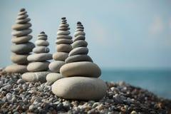 пристаньте камень к берегу стогов камушка Стоковые Изображения