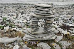 пристаньте камни к берегу пирамидки Стоковые Фотографии RF