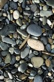 пристаньте камушки к берегу стоковая фотография