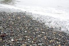 пристаньте камушки к берегу Стоковое Изображение