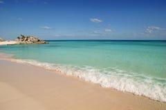 пристаньте карибскую бирюзу к берегу tulum Мексики тропическую Стоковая Фотография RF