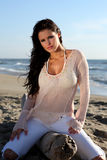 пристаньте красивейшую женщину к берегу Стоковое фото RF