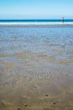 Пристаньте к берегу в Керри Ирландии графства с wading женщина Стоковое Изображение RF