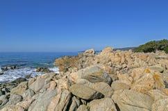 Пристаньте к берегу вдоль побережья Olmeto, около Propriano, южная Корсика Стоковые Фото