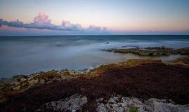 Пристаньте к берегу на Майя riviera около Cancun и Tulum в Мексике на солнечном стоковая фотография rf