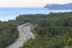 Пристаньте к берегу на среднеземноморском побережье в меньшем курортном городе Goynuk около Kemer, Antalia riviera, Турции стоковые фотографии rf