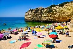 Пристаньте к берегу около Armacao de Pera в Алгарве, Португалии стоковая фотография rf
