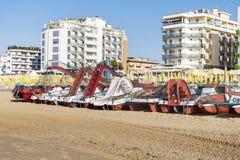 Пристаньте к берегу с гостиницами в Lido di Jesolo, венето, Италии Стоковые Фотографии RF