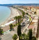 пристаньте лето к берегу моря riviera курорта quay красивейшей панорамы ладоней домов Франции дня города известной французской ро стоковые фото