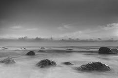 Пристаньте место к берегу в черной & белизне с мягкими тонами Стоковое фото RF