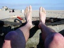 пристаньте ноги к берегу Стоковые Фотографии RF