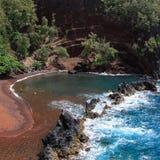 пристаньте песок к берегу красного цвета maui Стоковые Фото