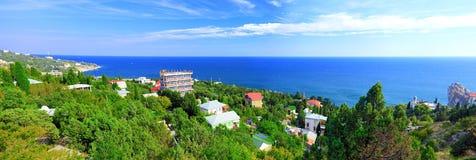 пристаньте полуостров к берегу части ландшафта Крыма южный стоковые фото