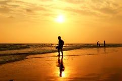 пристаньте прибой к берегу лета камней песка Кипра свободного полета среднеземноморской Стоковое Изображение RF
