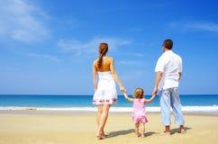 пристаньте семью к берегу Стоковое Фото